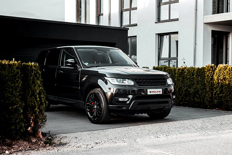 Land Rover pearl black